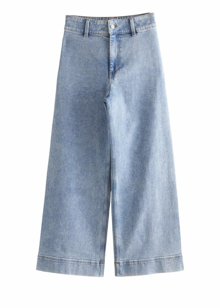 Vida jeans med utsvängda ben från & other stories