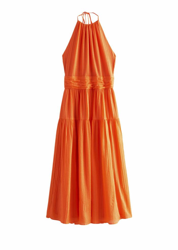 Orange klänning i siden från & Other Stories x Rejina Pyo