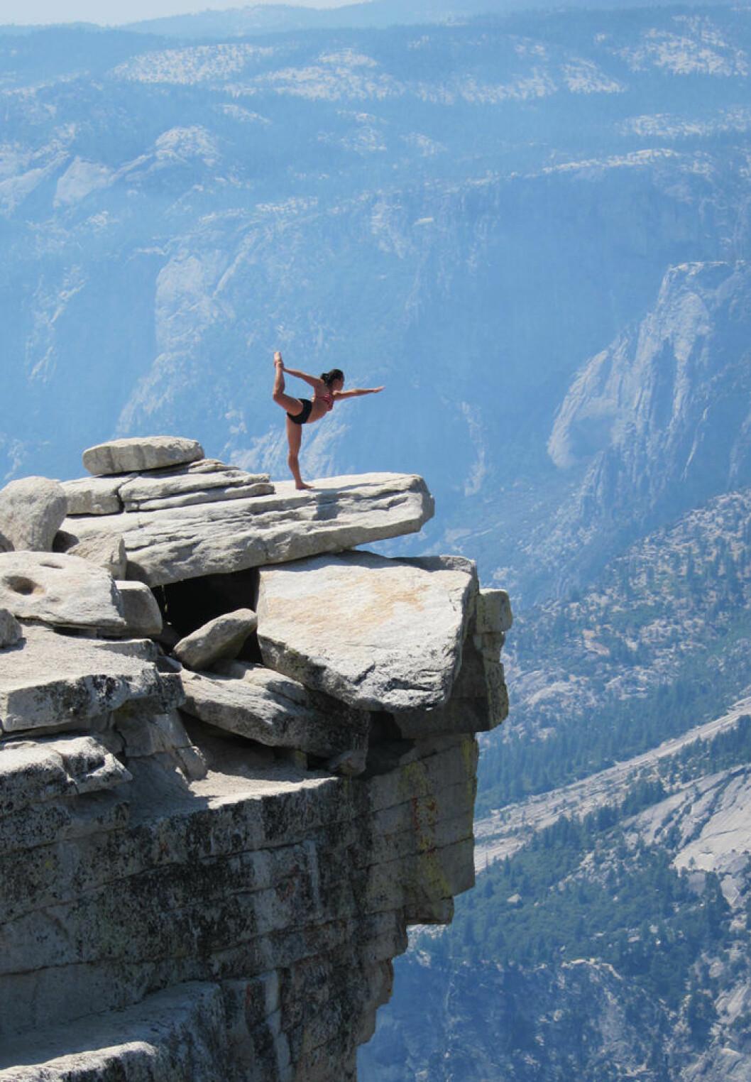 04. yoga-cliff
