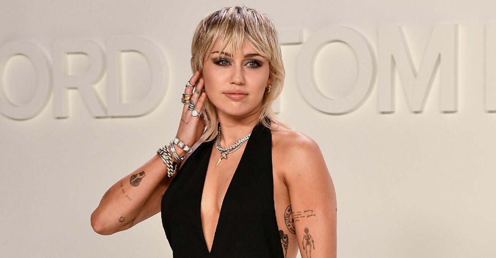 Efter separationen har knappt någon av dem pratat om uppbrottet, men i en ny intervju avslöjar Miley Cyrus i SVT-programmet Skavlan att hon tar sig ur tuffa sorger och trauman genom att konstant röra sig framåt.