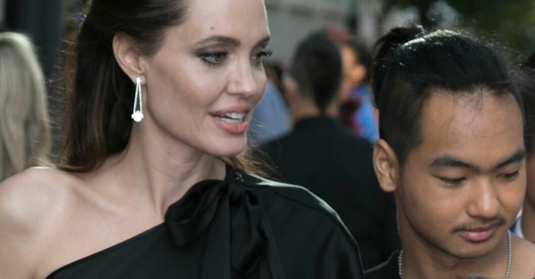 Angelina Jolie och sonen Maddox som inte längre vill bära pappa Brad Pitts efternamn.