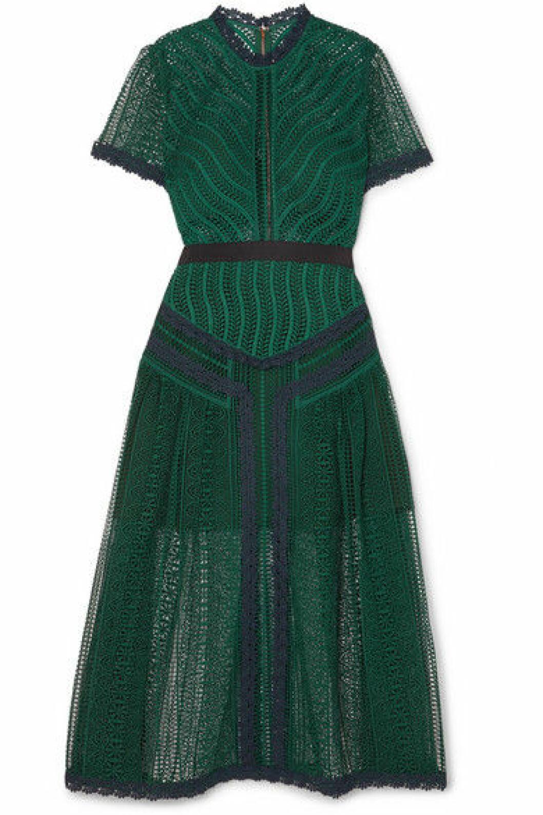 Grön klänning med marinblå detaljer från Self Portrait