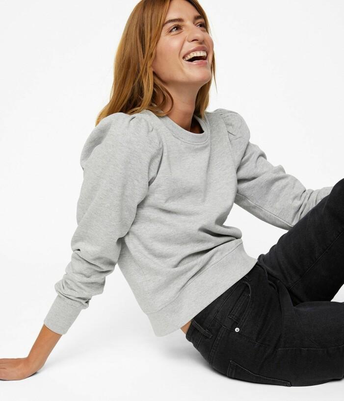 grå sweatshirt med puffärm