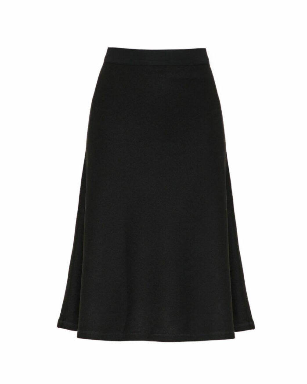 Svart kjol i midi-längd