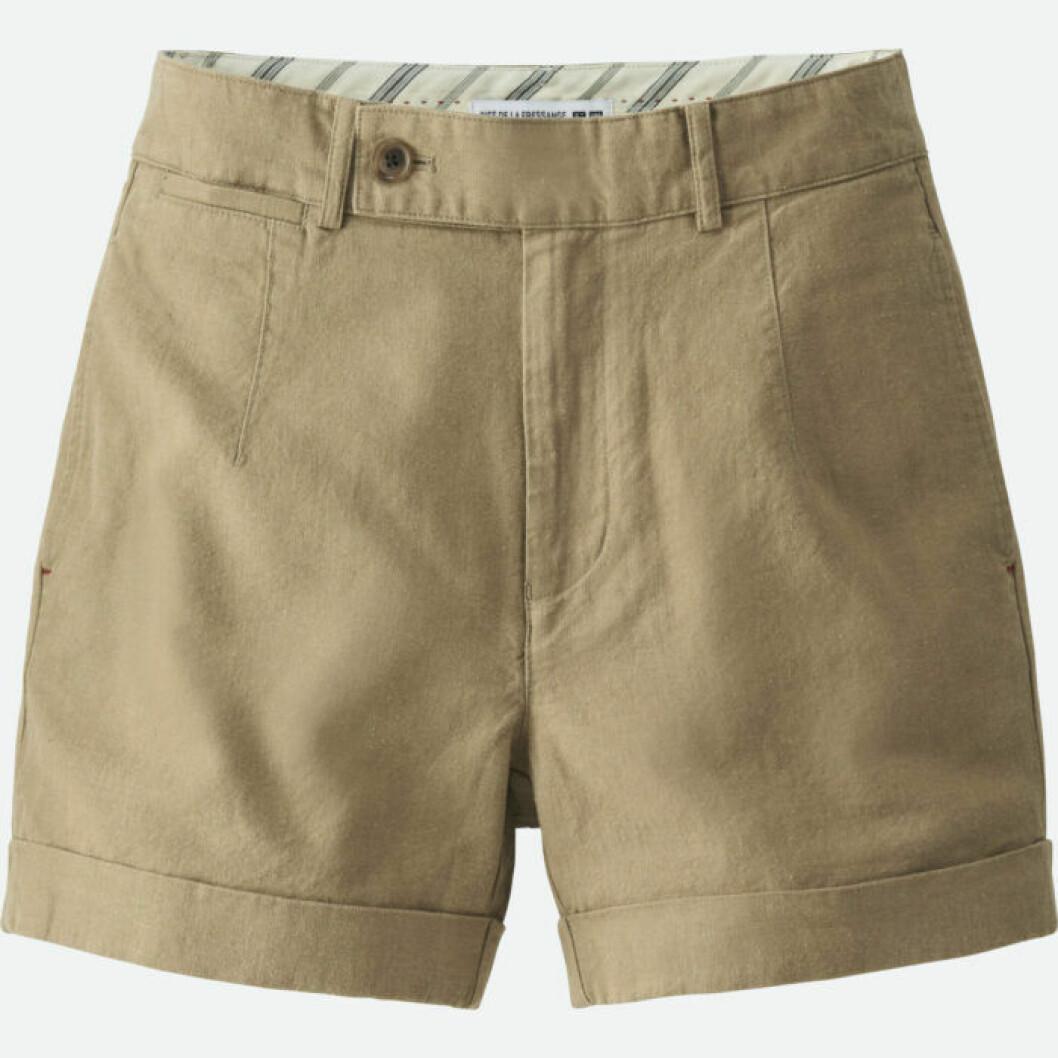Khakifärgade shorts