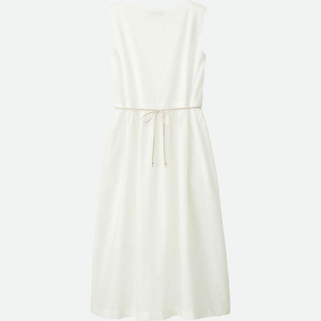 Vit ärmlös klänning med ett tunt midjeskärp Uniqlo