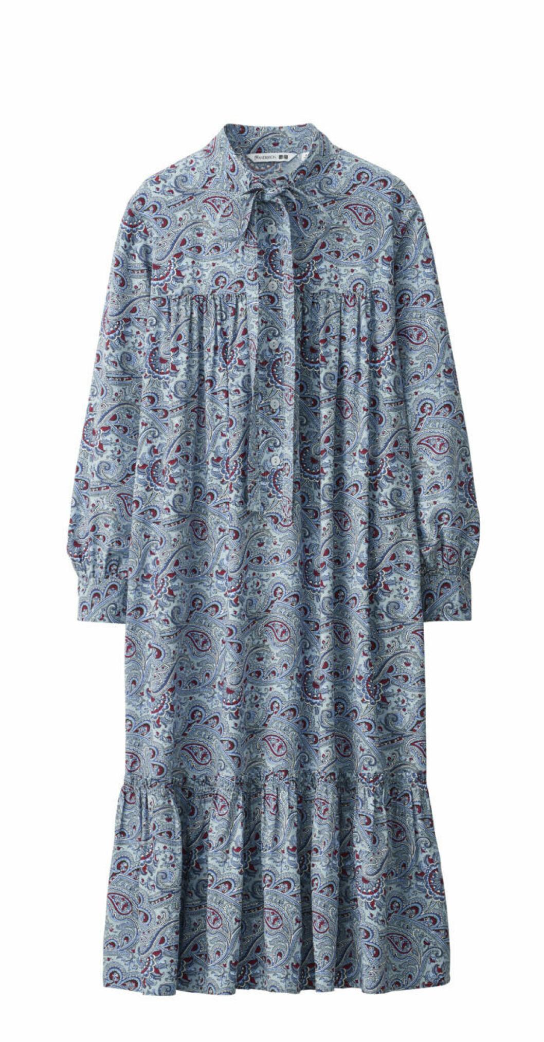 Ljusblå paisleyklänning