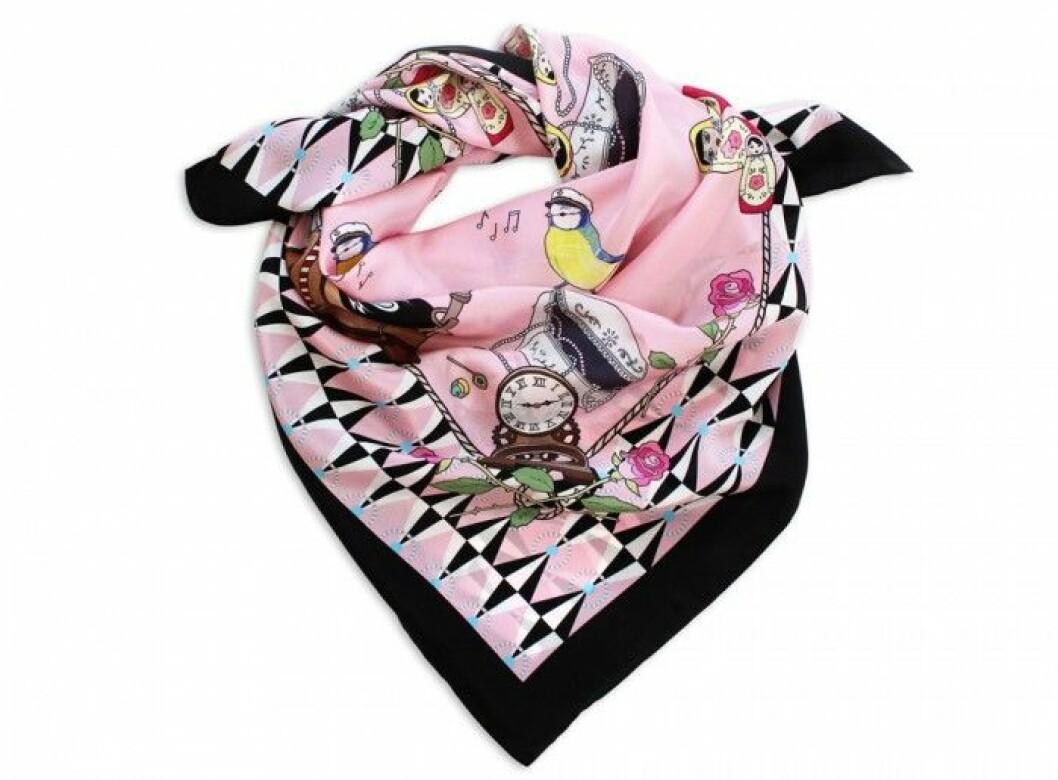 Handfållad didenscarf med handritat digitaltryck, 90x90 cm, 1200 kr, Lisa Edoff/www.lisaedoff.se