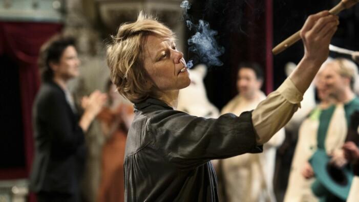 Alma Pöysti som Tove Jansson i nya filmen Tove.