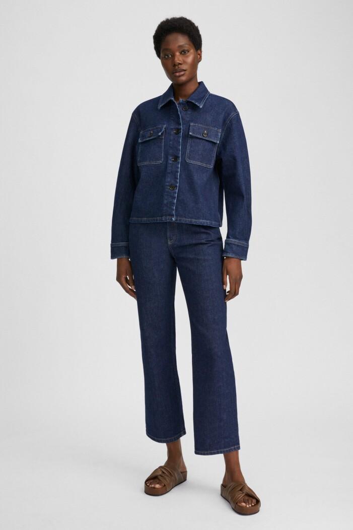 mörkblått denimset från Filippa K med jeansjacka och jeans