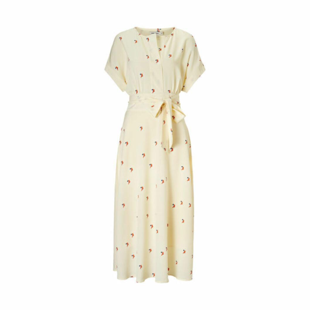 Beige mönstrad klänning från Carin Wester/Åhléns
