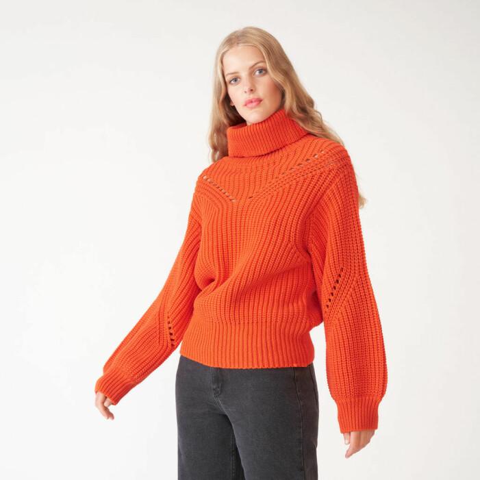 Stickad orange tröja