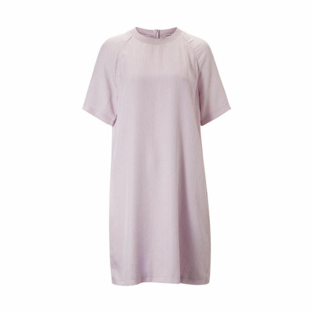 Ljuslila klänning t-shirtmodell Carin Wester/Åhléns
