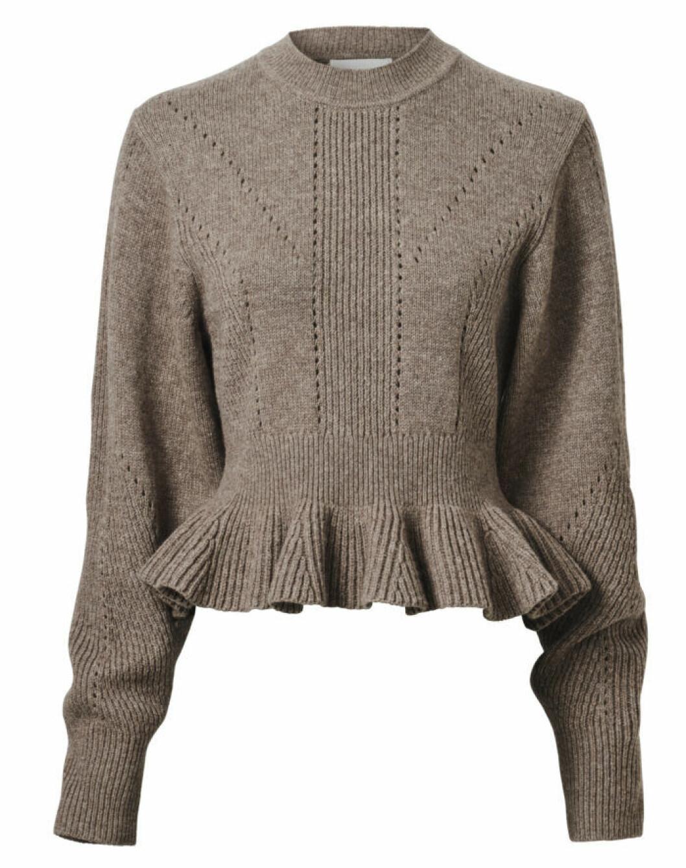 Stickad tröja med hålsöm och volang