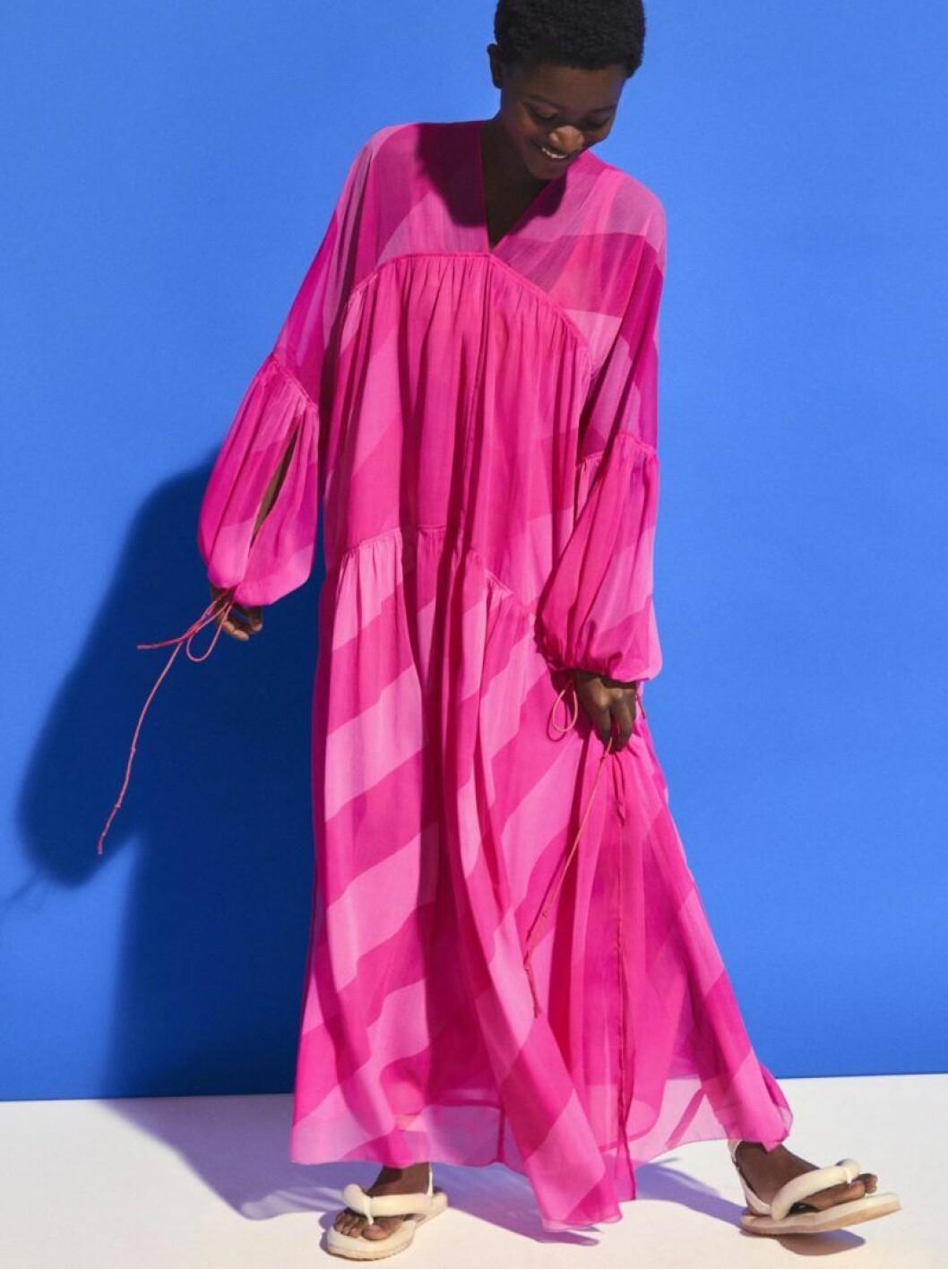 H&M Studio SS20 varmrosa klänning