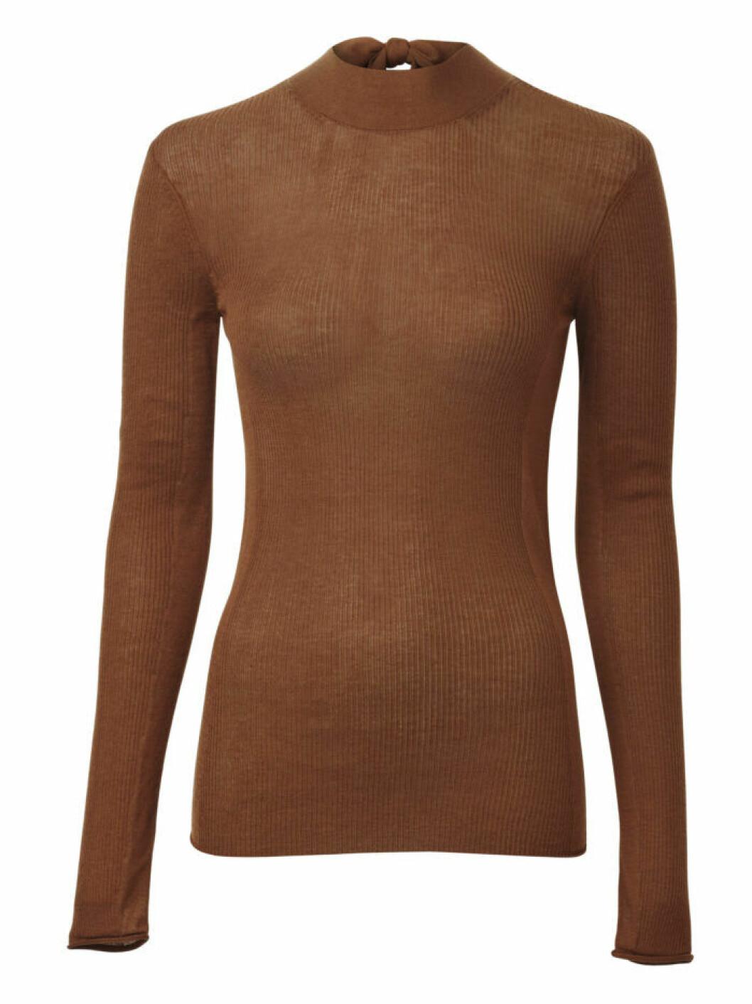 Stickad tröja i brunt