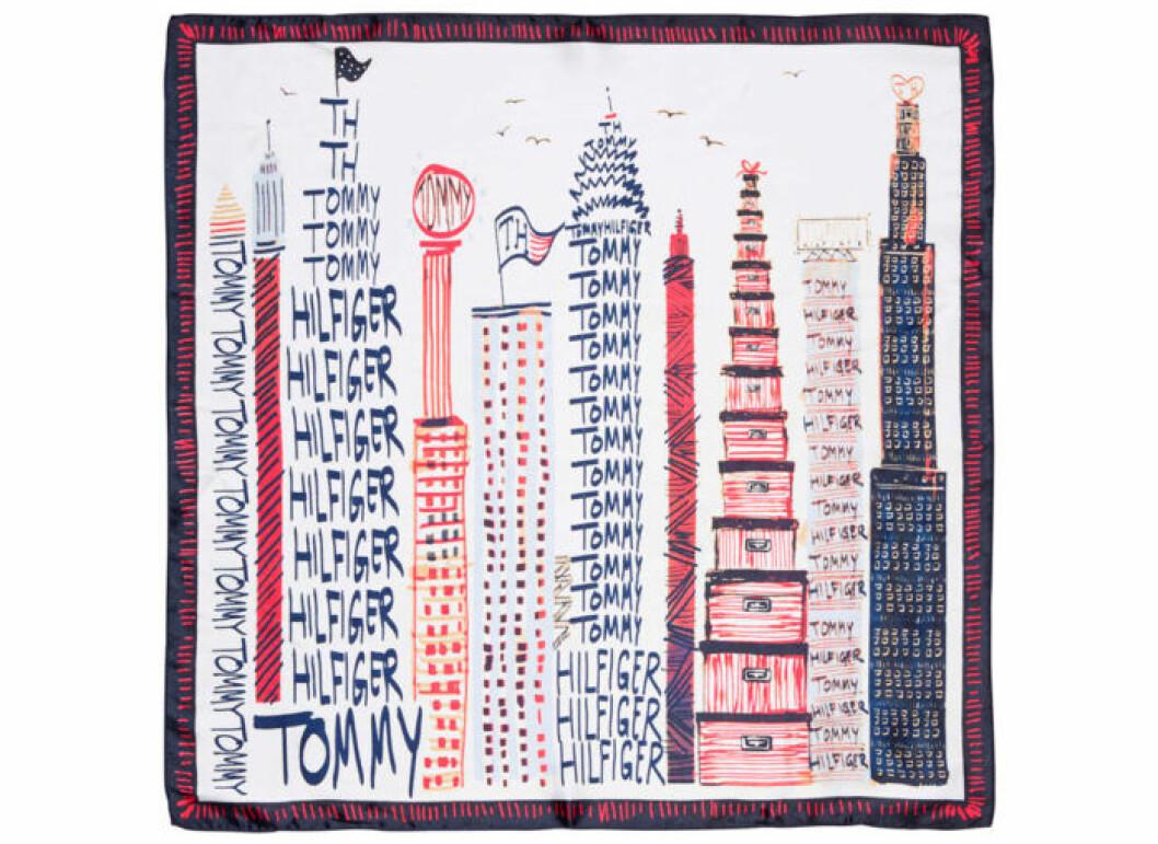 Polyesterscarf med New York-motiv, 400 kr, Tommy Hilfiger.