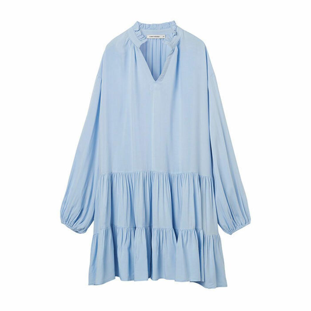 Ljusblå fluffig klänning
