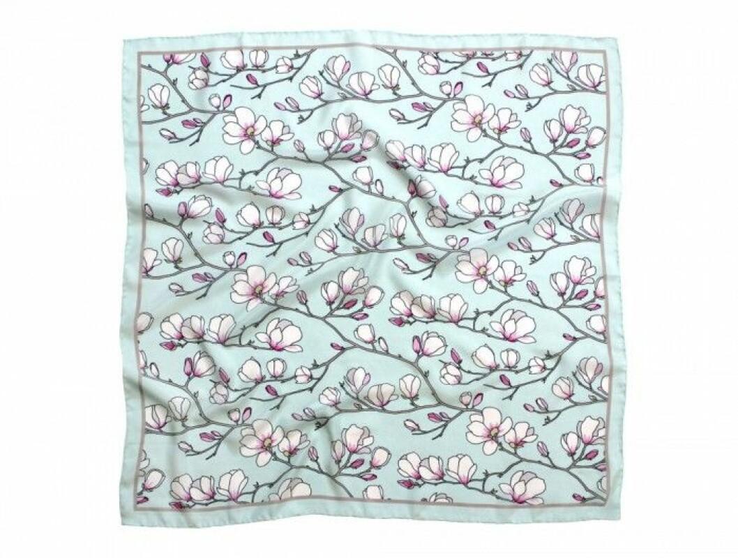 Sidenscarf med handritat digitaltryck, handfållad, 65x65 cm, 900 kr, Lisa Edoff/www.lisaedoff.se