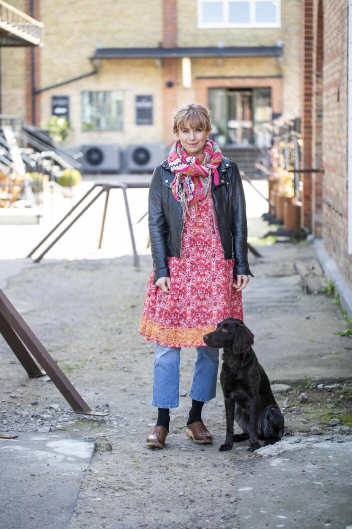 Tina Nordström på promenad med hunden hamma i Ödåkra.