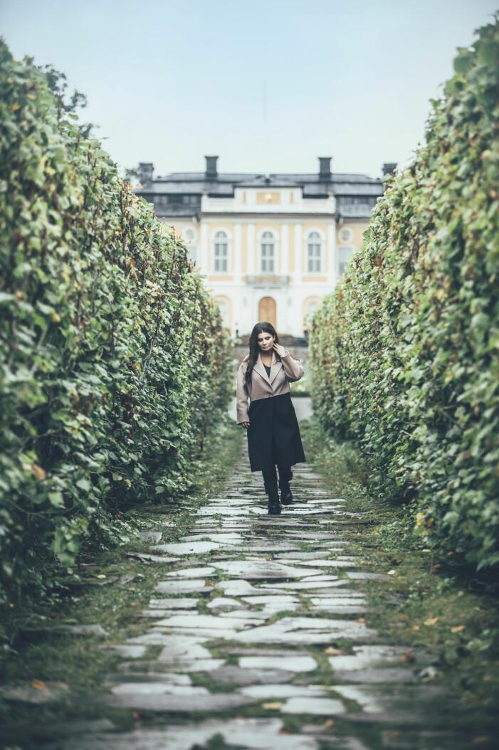Carola Häggkvist hemma vid i Steninge slott.