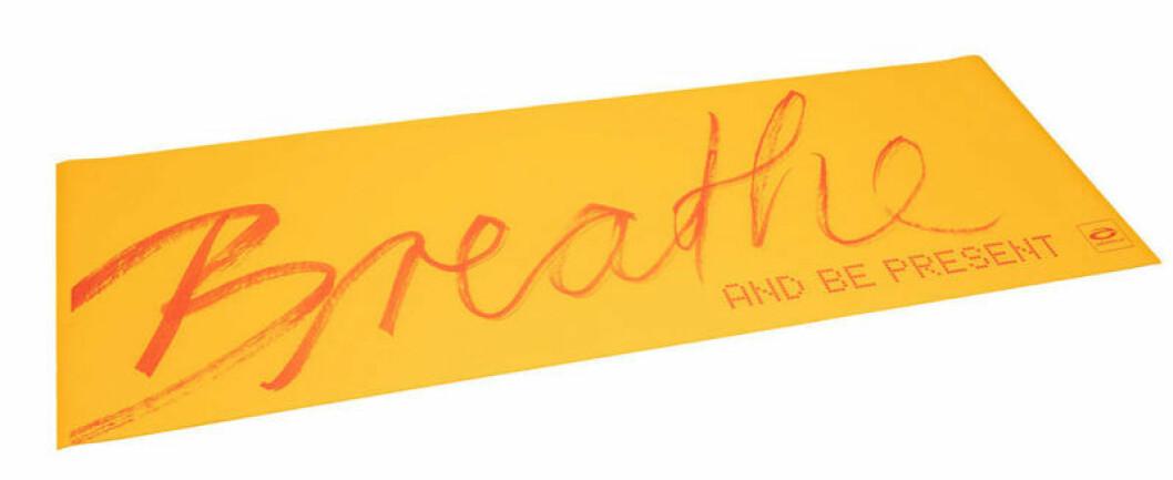 Yogamatta från Abilica med Breathe-tryck.