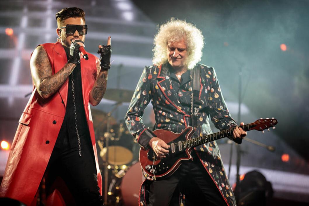 Adam Lambert tillsammans med Biran May i rockbandet Queen.