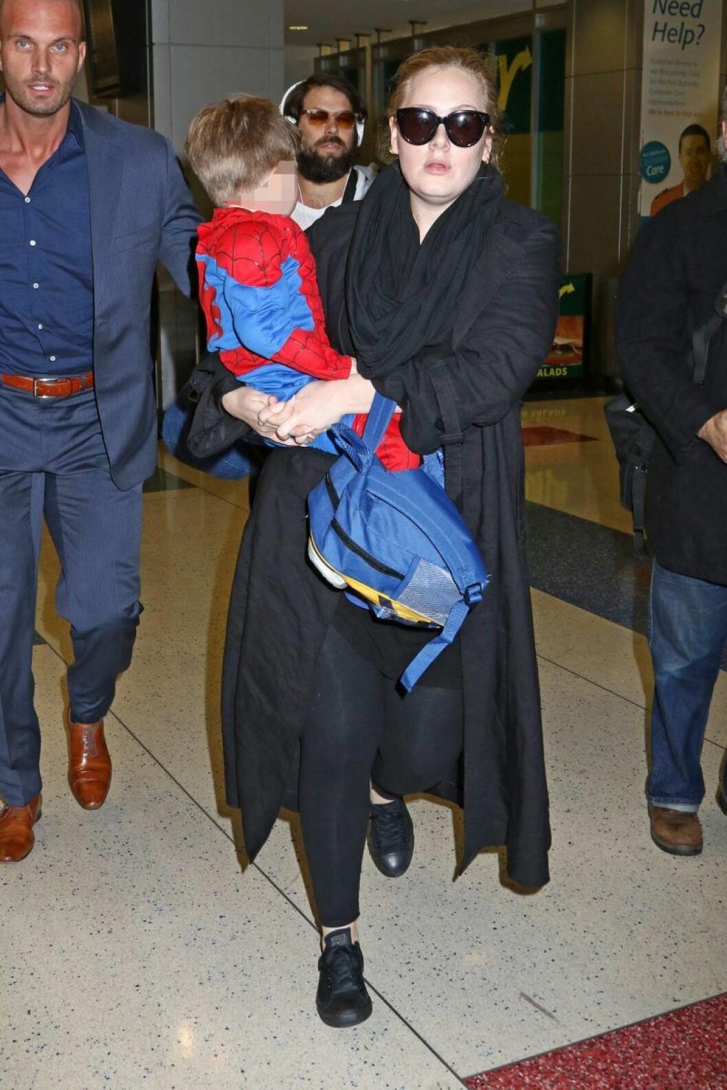 Adele tillsammans med sin son