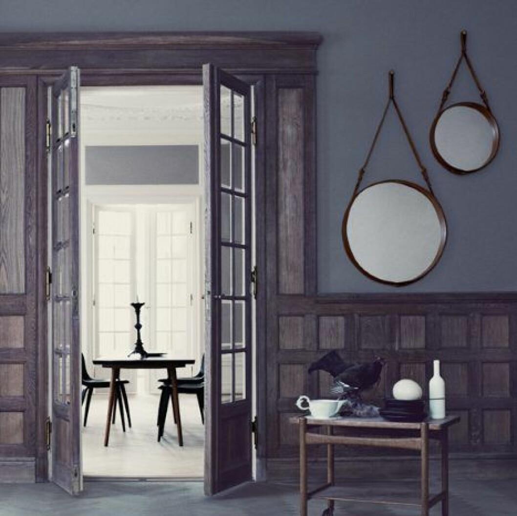 Ikonisk spegel från Jacques Adnet från Gubi