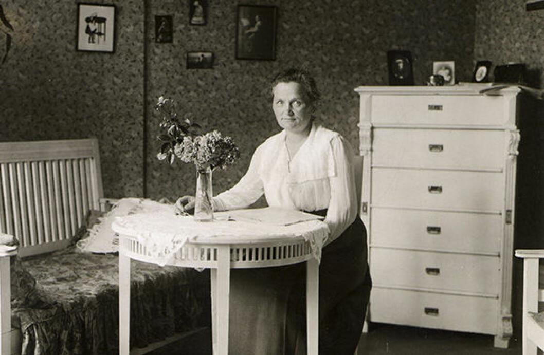 En bild på Agda Östlund, en av Sveriges första kvinnliga riksdagsledamöter.