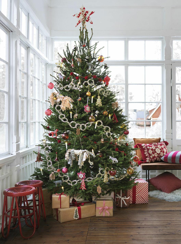 Julgran och julgransdekorationer hos Åhléns