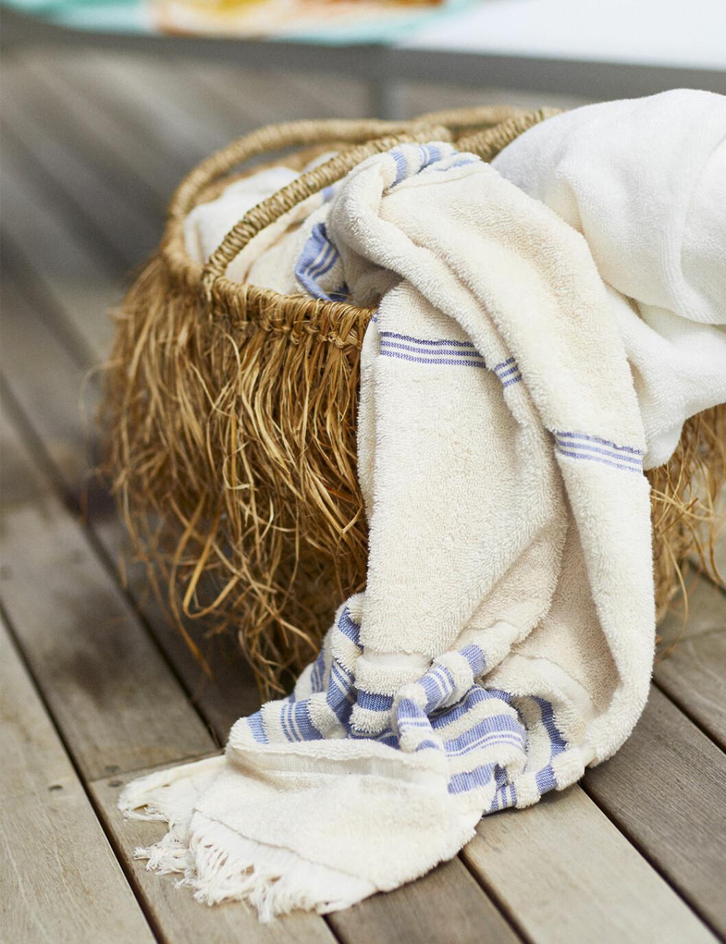 Handduk och korg