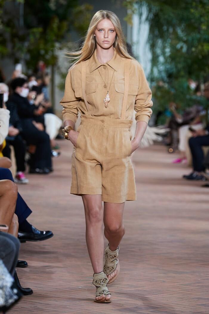Alberta Ferretti ss 21 beige workwear look