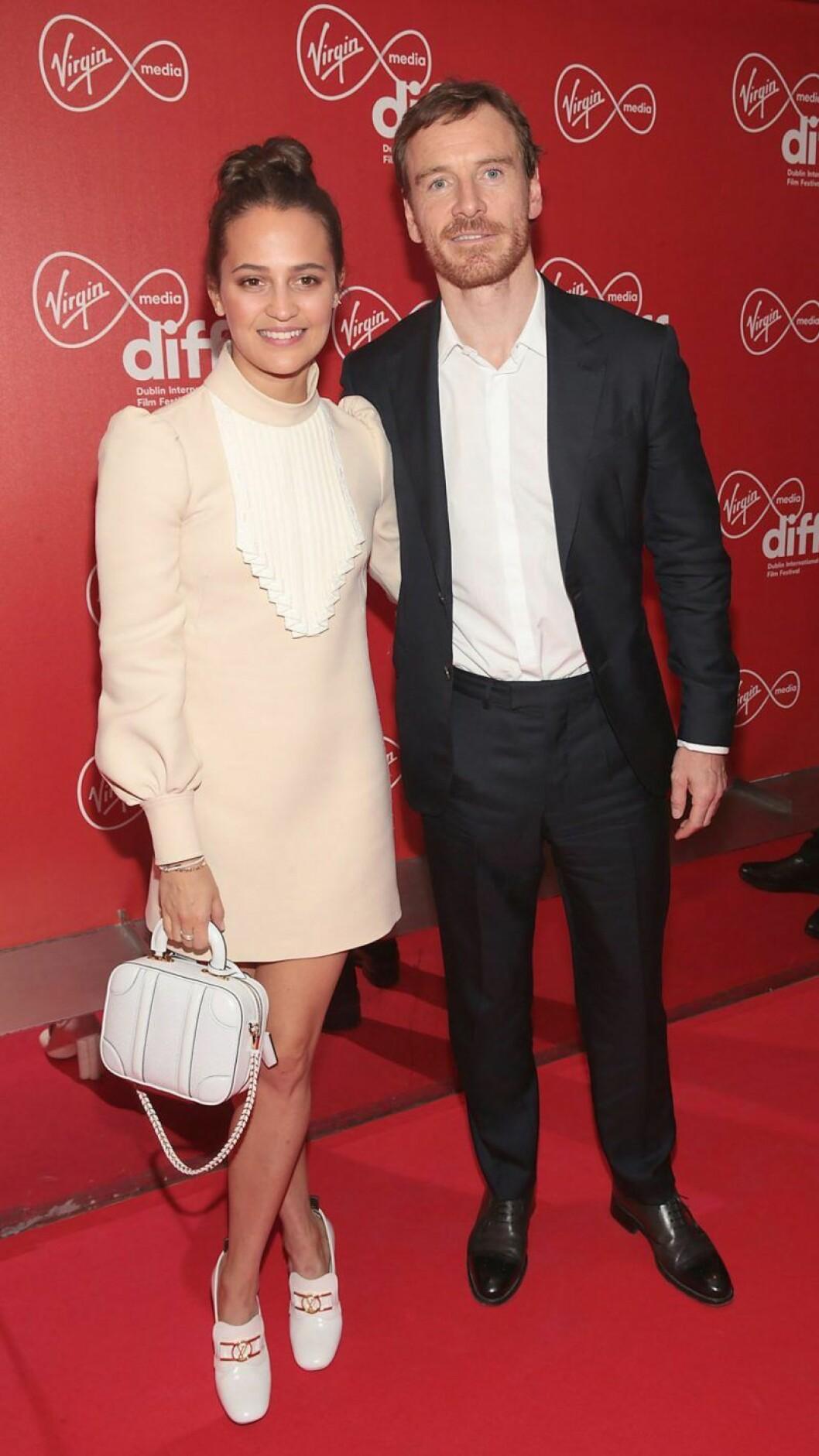 Alicia Vikander tillsammans med Michael Fassbender på röda mattan.