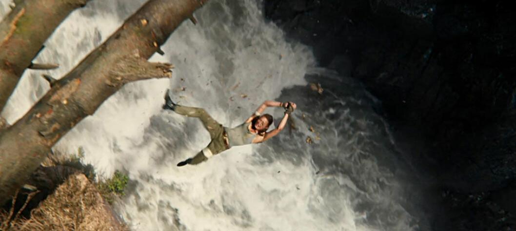 Ett av Alicia VIkanders egna stunts i Tomb Raider