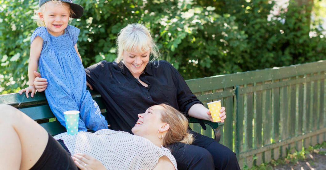 Allt fler lesbiska par skaffar barn visar ny studie