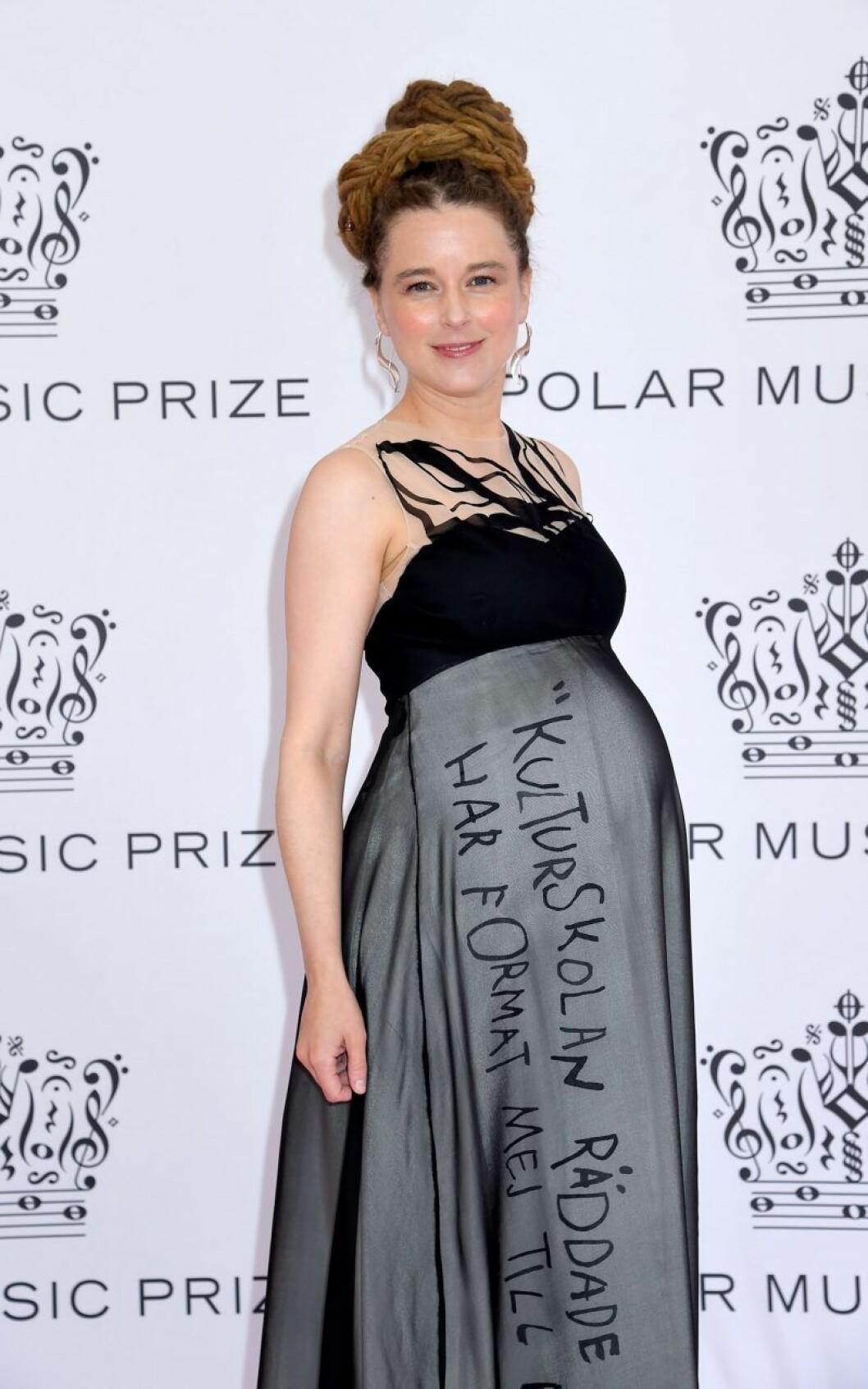 Amanda Lind på rosa mattan på Polarpriset 2019