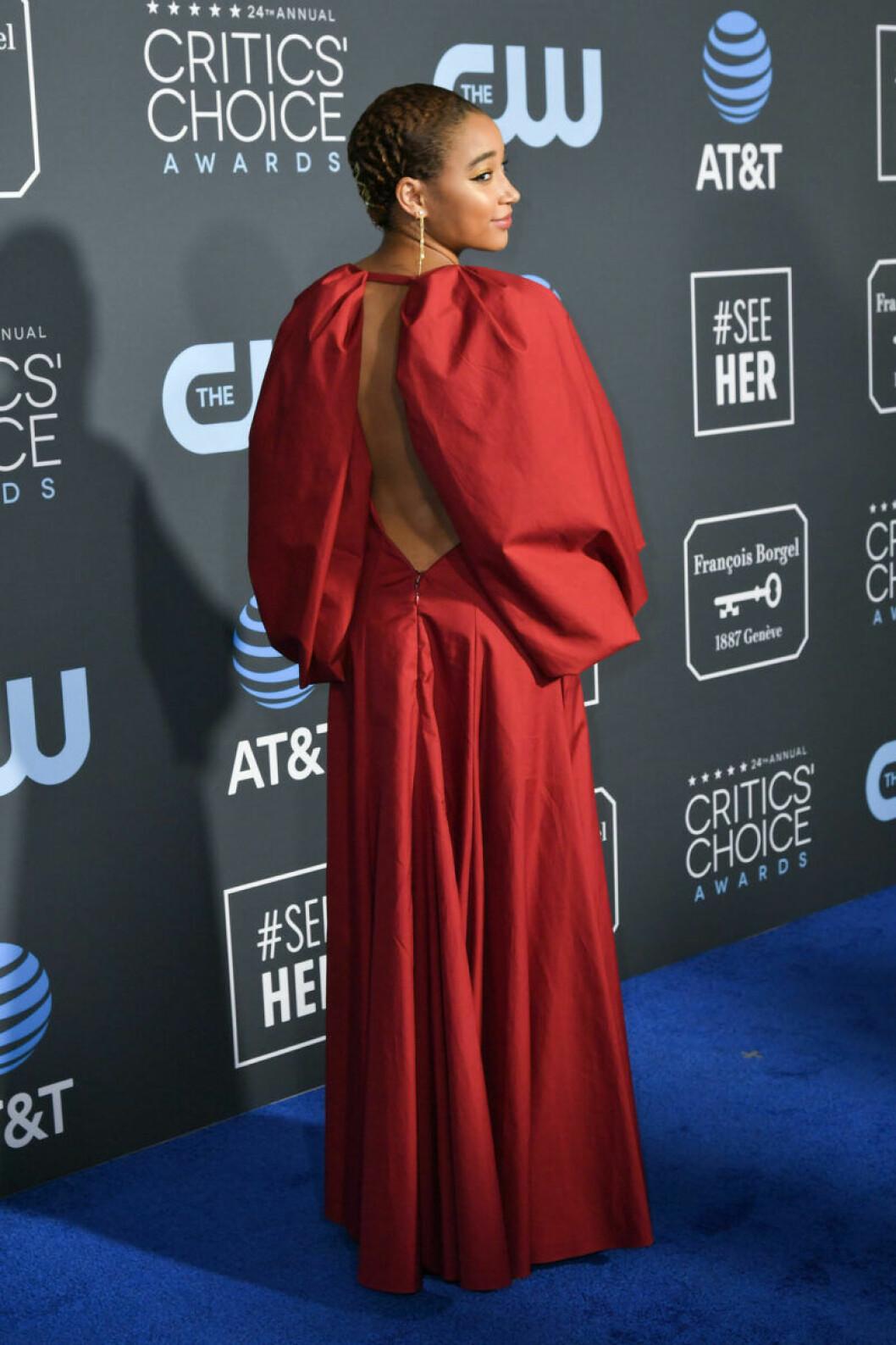 Amandla Stenberg på röda mattan på Critics Choice Awards 2019