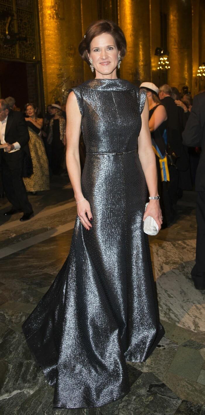 Anna Kindberg Batra i en silvrig klänning från Lars Wallin Nobelfest