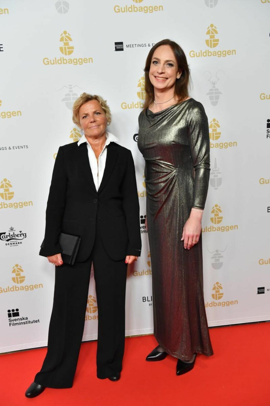 Anna Serner, vd på Svenska Filminstitutet, tillsammans med Caroline Farberger på röda mattan på Guldbaggegalan 2020