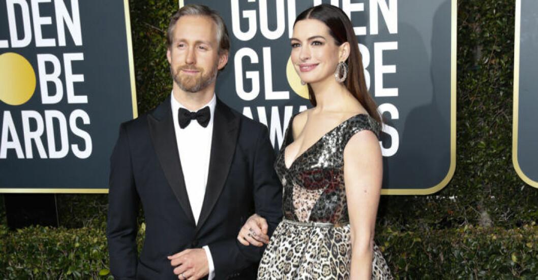 Anne Hathaway och Adam Schulman