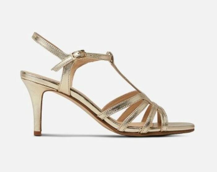 sandaletter a pair