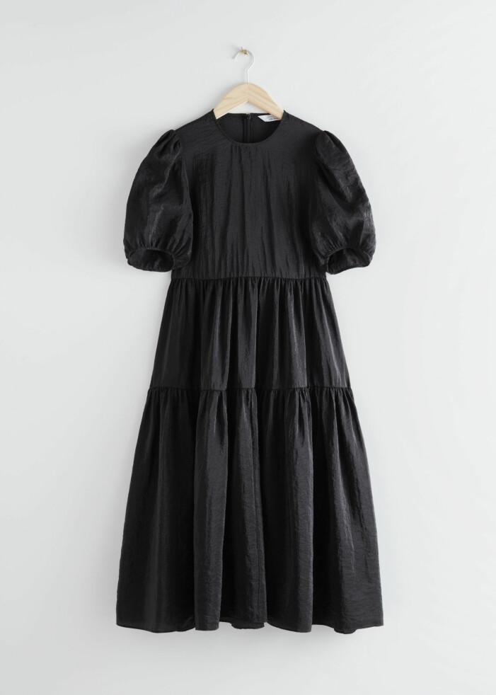 Svart klänning med puffärmar &other stories