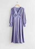lila klänning med knappar och långa ärmar från & Other stories