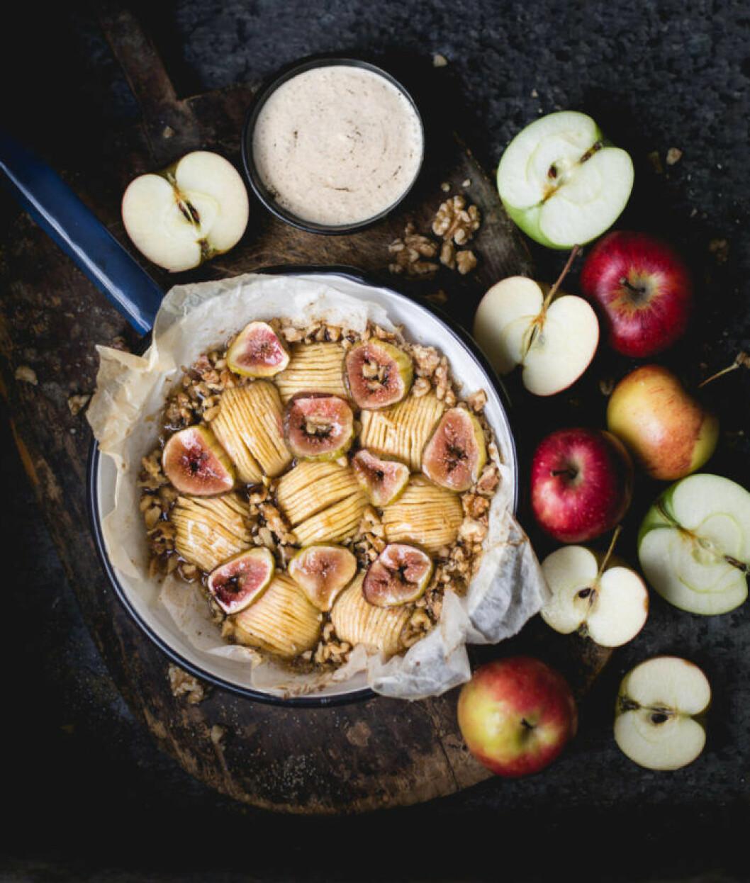 Äppelkaka med fikon och valnötter Diadonna