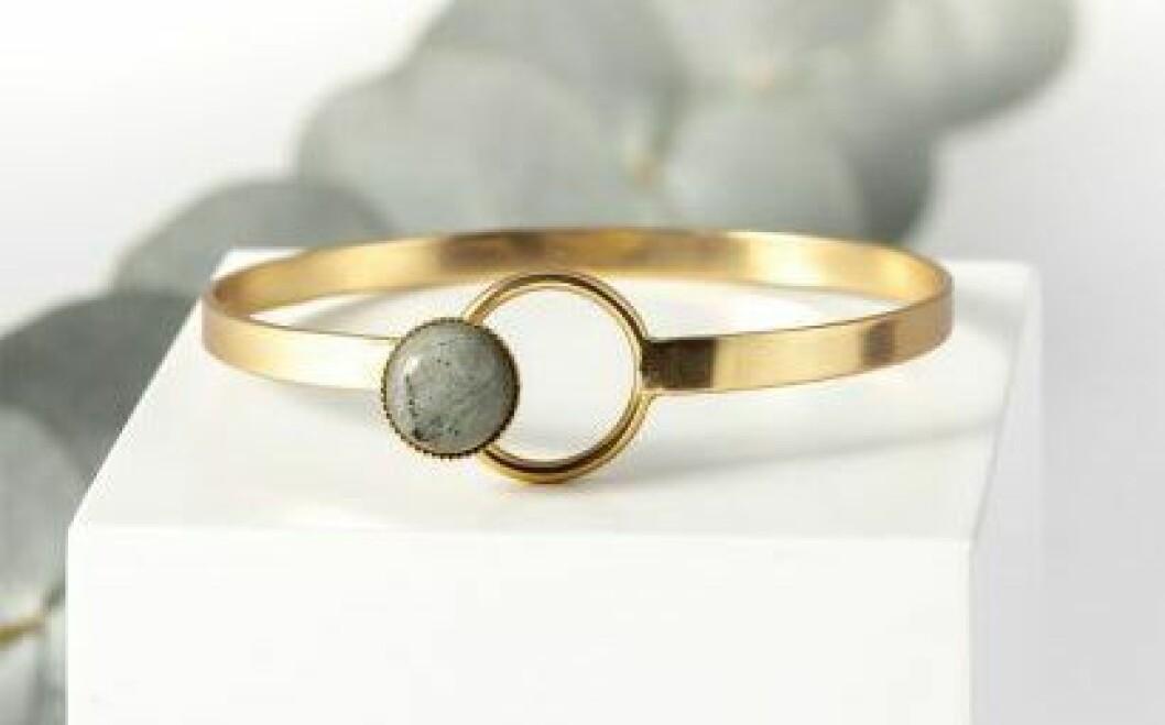 Armband i mässing med sten