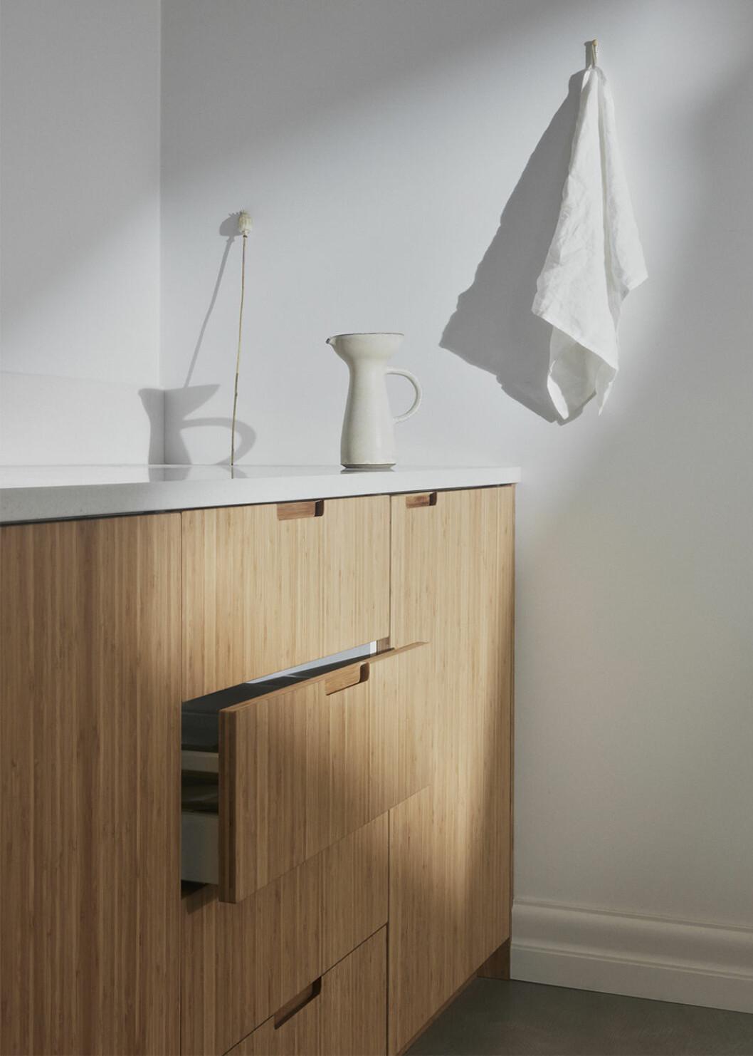 Ljusa bambuluckor till Ikea-kök från Ask og Eng