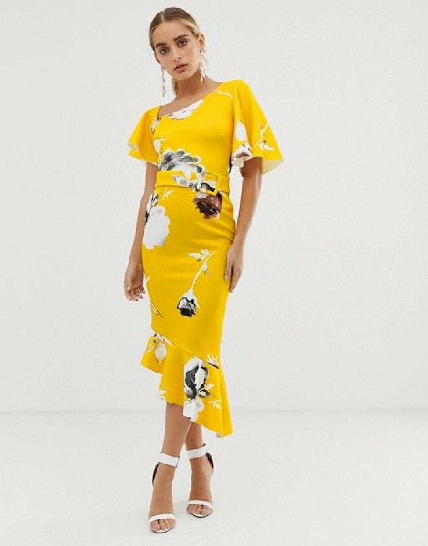 En bild på en blommig klänning med asymmetrisk skärning från Asos Design.