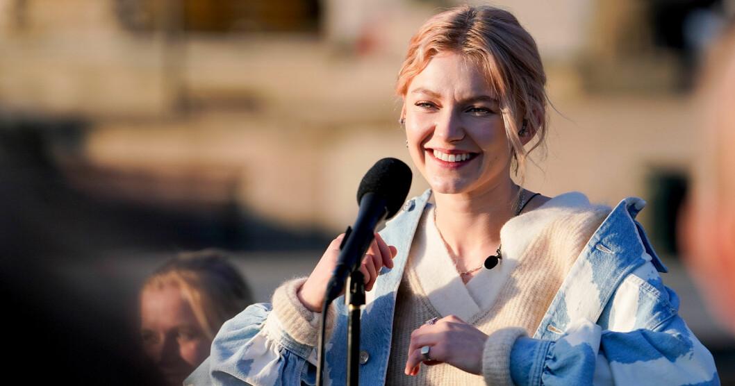 Astrid S uppträder på Allsång på Skansen 25 juni 2019