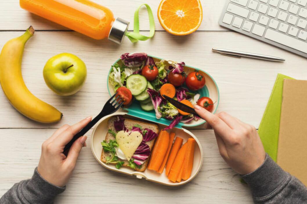 Ät inte framför datorn eller teven, ha fokus på maten!